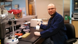 Dan Eisenberg in molecular anthropology lab